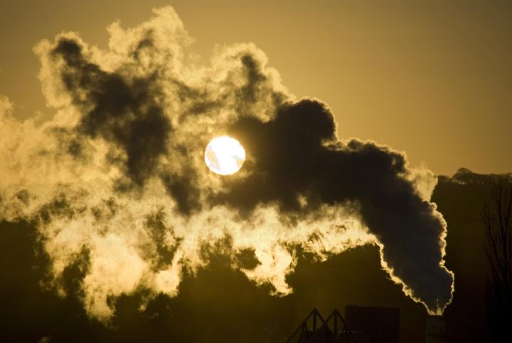 Histórico: economía en alza y freno al CO2